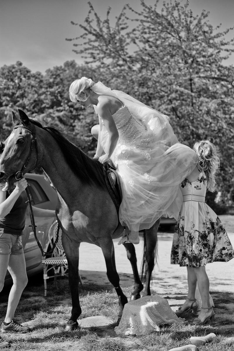 Jak dostat nevěstu na koně